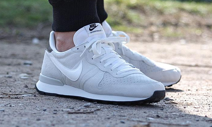 nike internationalist femme blanche doré